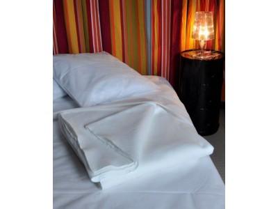 Couverture blanche semi durable lit 1 personne